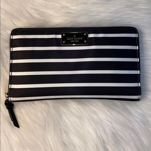 Kate Spade ♠️ French Street Oversized Wallet